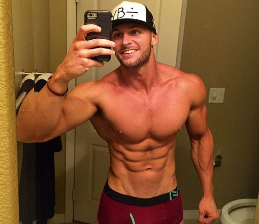 muscular guy taking a selfie at the gym